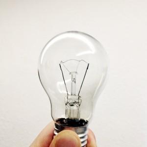 Der Klassiker, nur aus Glas und etwas Metall: Die Glühbirne.